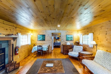 NEW LISTING! Classic lakefront cabin w/ screened-in porch - Dogs are okay!