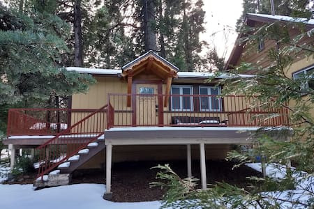 The Alpenglow Cabin - Trail & Adventure Passes!