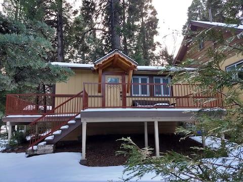 Alpenglow Cabin - National Forest Adventure Pass