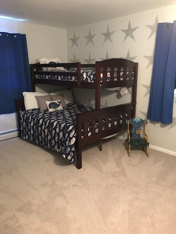 Star room Twin over full bed