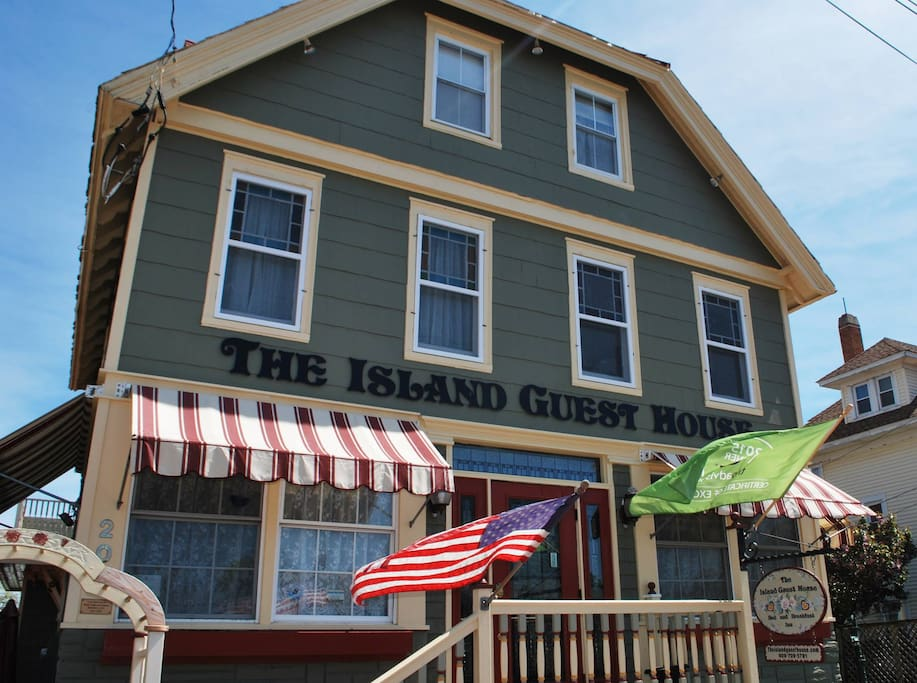 Victoria House Bed And Breakfast Beach Haven Nj : The island guest house b victoria s room bed and