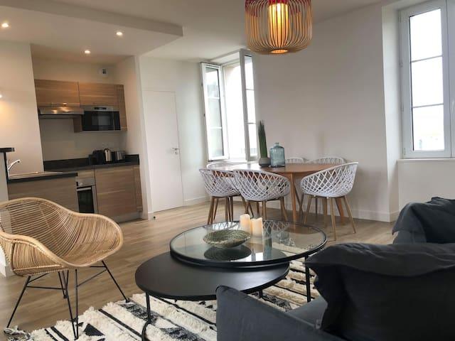 Appartement vue partielle sur la mer