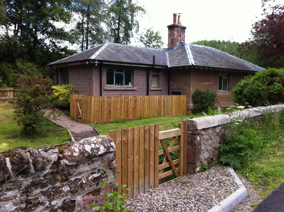 The Gate Lodge at Bamff is in peaceful countryside yet is only two miles from Alyth