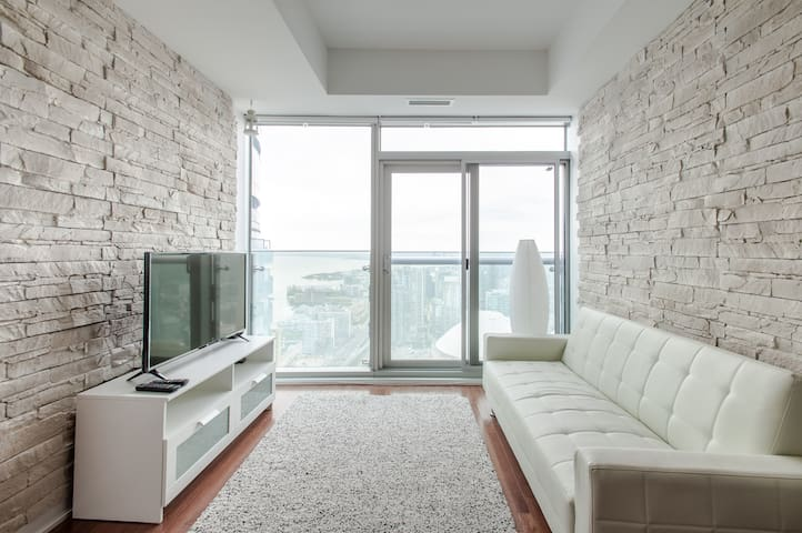 Luxury condo; breathtaking view of lake & CN tower