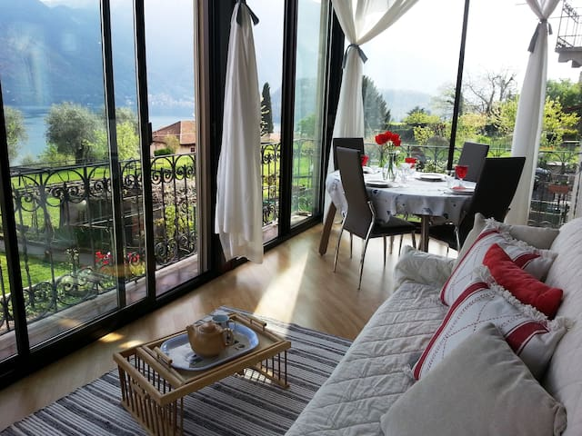 The lake of Como-very beautiful view on the lake - Azzano - Apartemen