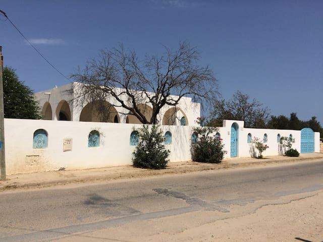Magnifique villa de style artisanal - El Bradaa - Casa de camp