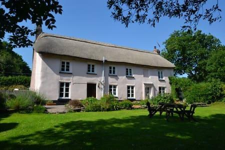 Spacious Thatched Cottage, Large Garden, Devon