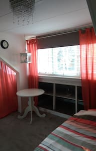 Bedroom on roof floor with walk-in closet - Badhoevedorp - Villa