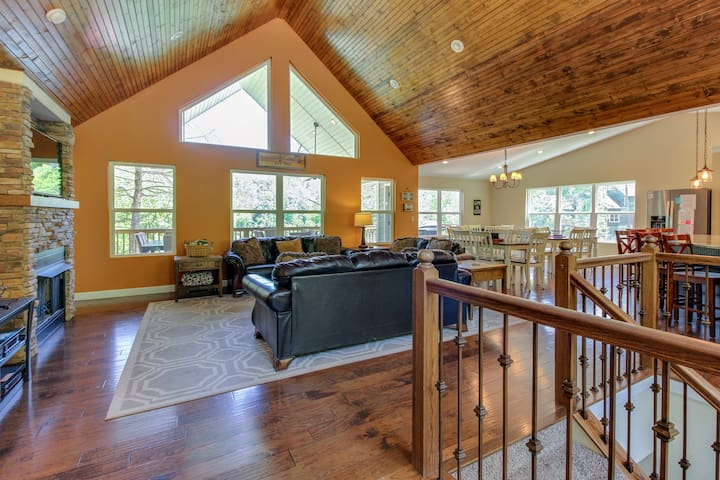 9bed/9bath Lakefront Private Dock  Cove sleeps 24