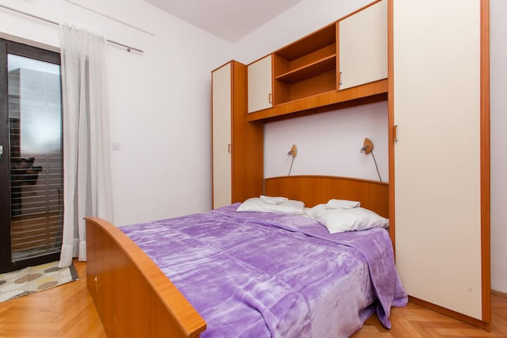 Apartments Skalinada / One bedroom A2 - Lokva Rogoznica - Apartment