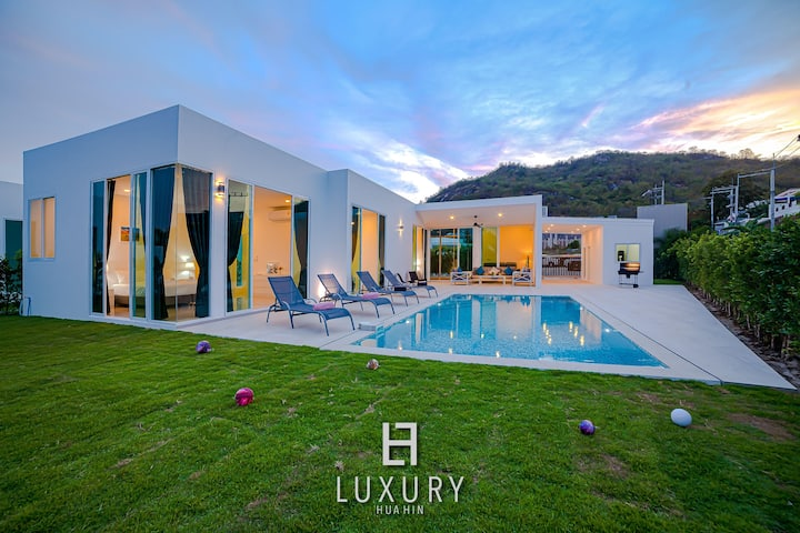 Modern 3 Bedroom Private Pool Villa!