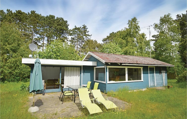 Holiday cottage with 2 bedrooms on 62m² in Rødby