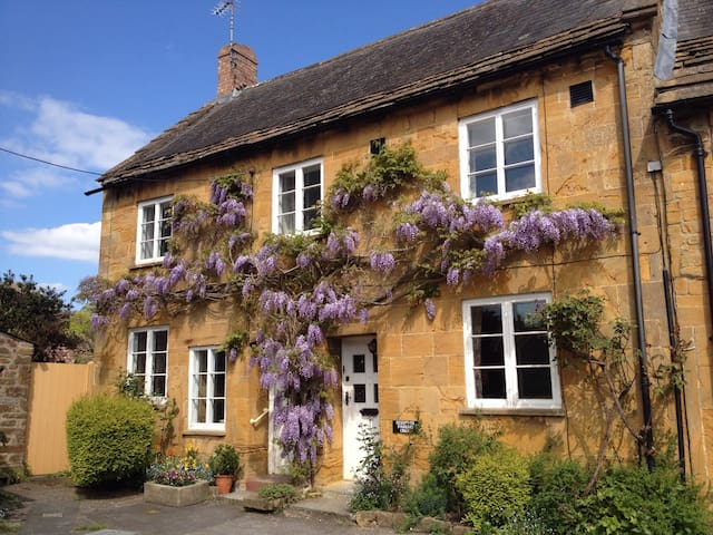 Borough Corner, Montacute UK - Montacute - Cottage