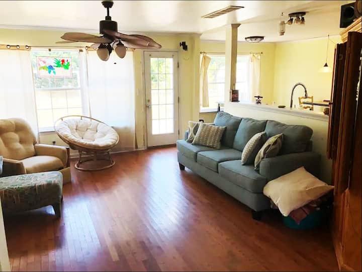 Felton House - Couch Heaven