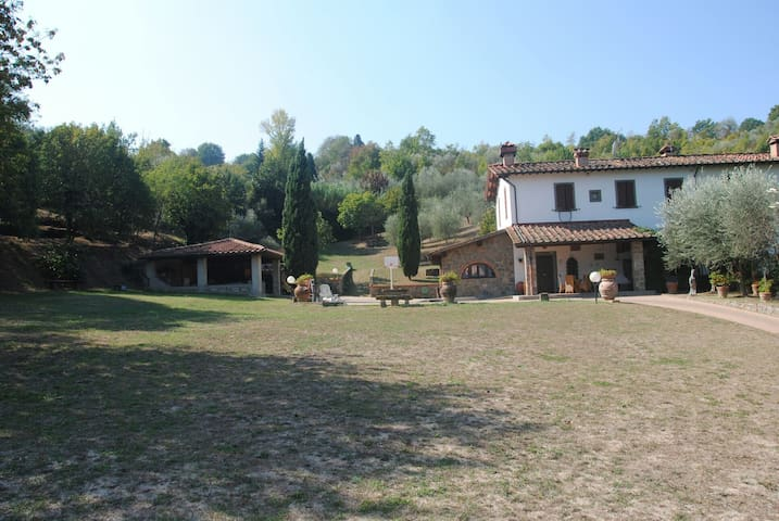 Casa colonica con parco. - Metropolitan City of Florence - Villa