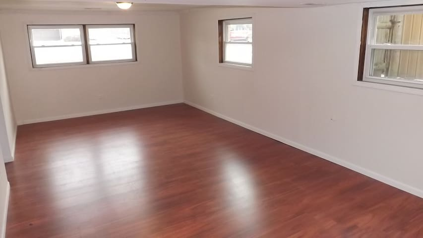 Large room with bath in Chicagoland - Chicago Heights