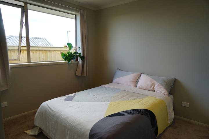 Panda's House - Double bed room 1 - Pokeno - House