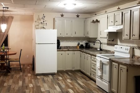 The Upper Room  (Full 2br Apartment sleeps 7)