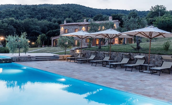 Casa Uliveto with infinity pool, garden, barbecue.