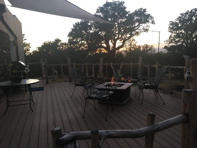 Cool SW home w views in Crestone