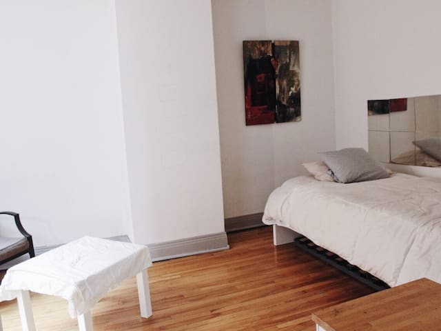 Cozy Apartment in Downtown Mtl!