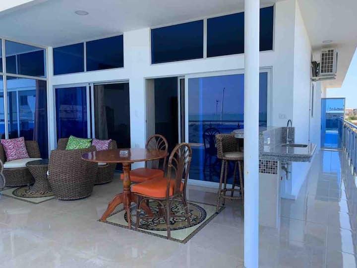 Master Suite Vista frente al mar lindo balcón