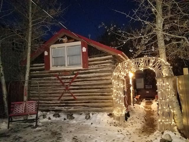 A Little Cabin with Hot Tub in Red Lodge Montana