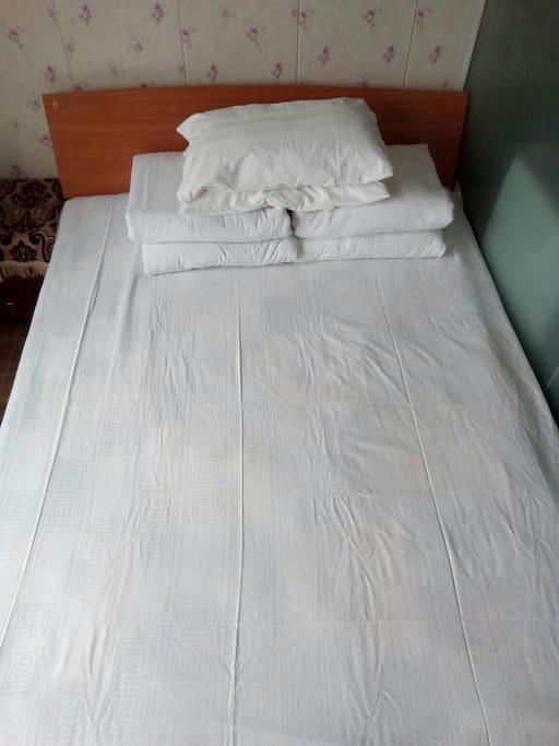 1.5双人大床,全新床上用品