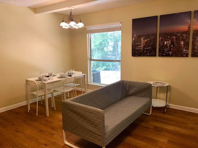 Chic, Beautiful 1Br/1Ba Minutes from Downtown