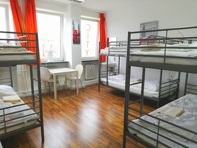 a bed in shared 6er room in city center