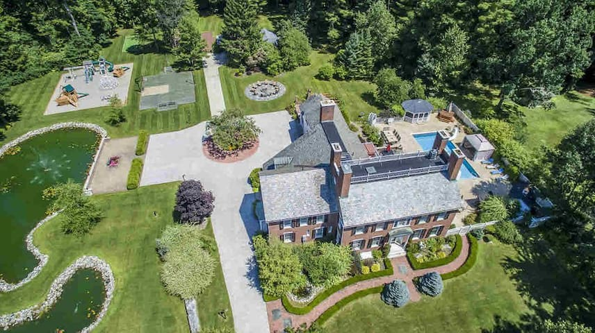 Luxury Mansion Retreat - Near Lake George/Saratoga