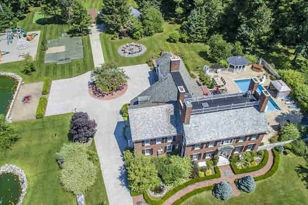 Luxury Mansion Retreat - Near Lake George/Saratoga