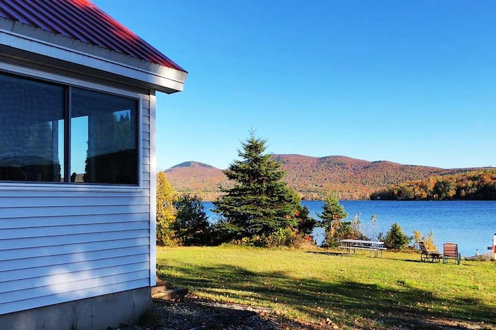 Beautiful Lakefront Home only 30 min to Sugarloaf!