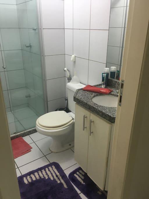 Private bathroom (banheiro privativo);