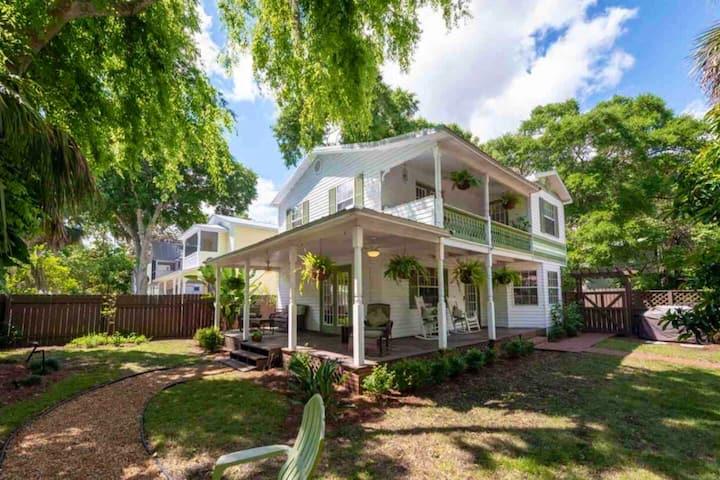 Perfect location- Cottage Retreat in historic area