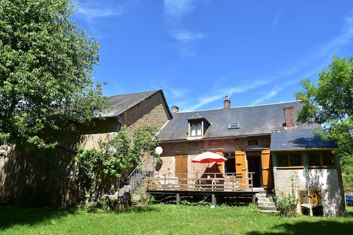 Holiday Home in Gacogne with Garden, Terrace, Barbecue