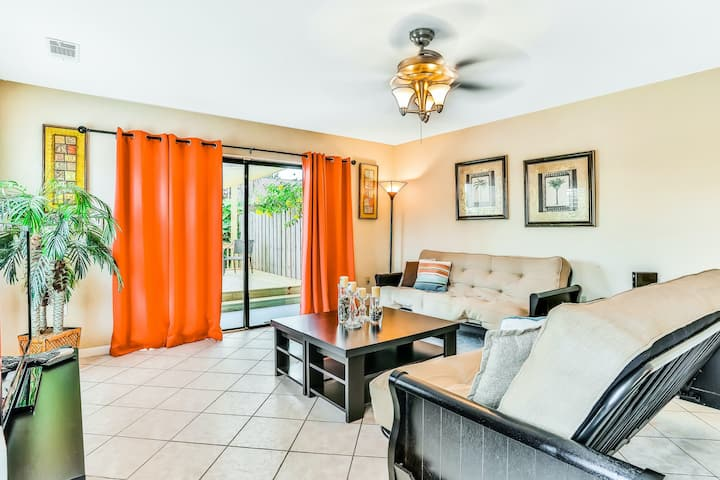 Conveniently-Located Townhome with Private Hot Tub Near Shopping and the Beach!