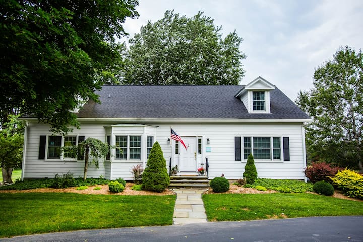 Charming Stay on Seven Oaks * 2 Beds