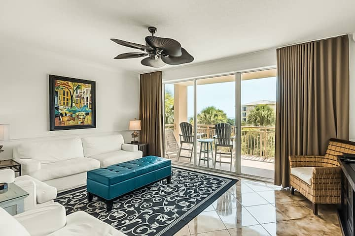 Amazing High Pointe condo w/ shared grill, hot tub, tennis, & pool + free WiFi!