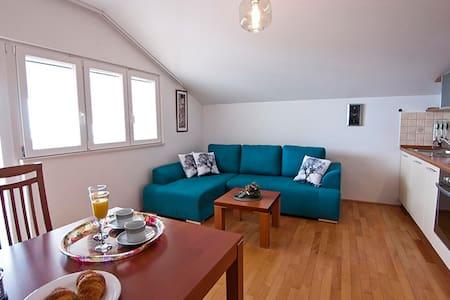 Luxurious Seaview Villa with Pool, Plat apt.4 - Plat