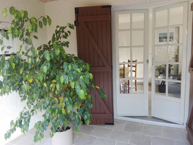 T2 indépendant dans maison au coeur de la Provence