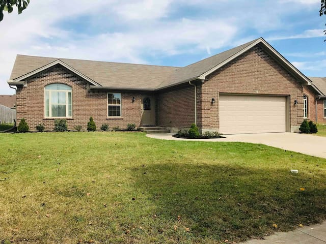 3BR/2BA➰Quiet Suburb Ranch House➰Large Yard➰Patio