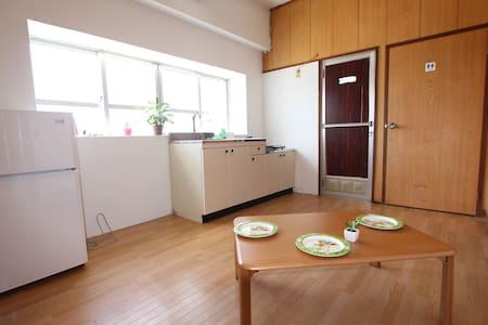 西里通りまで徒歩3分の好立地独立型ドミトリー安宿、どこに行くにも便利な宿、最低6名から貸切可能。 - Miyakojima - Wohnung