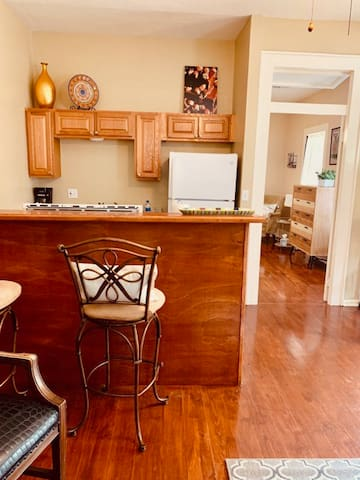 kitchen island with barstools