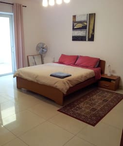 Spacious Self Contained Room, Bathroom & Terrace - Il-Gżira - Appartement