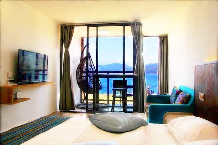 二楼湖景情侣大床|地暖、湖景阳台、吊篮、观日出、独立卫浴||免费拍照和小视频制作|大落水起点栈客栈
