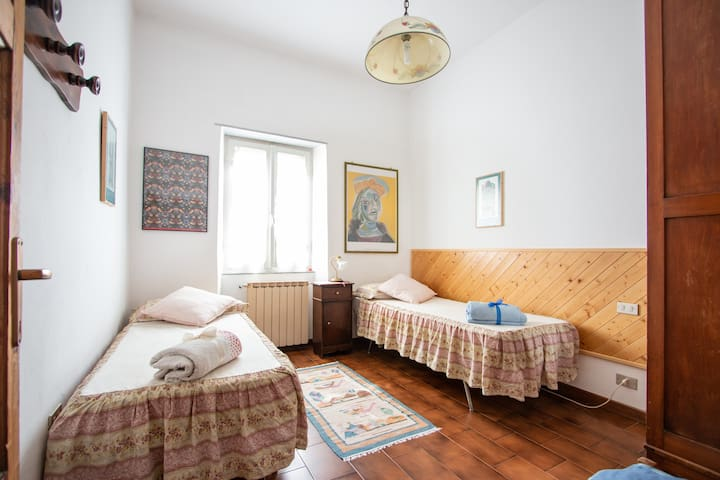 the 2th bedroom