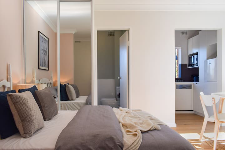 Sun-Drenched 1 Bed Studio Apt | Newtown | Parking