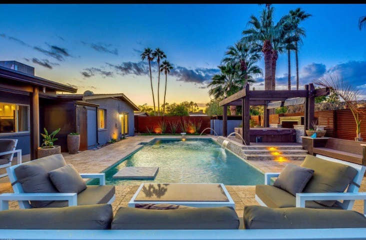 Old Town Scottsdale Oasis w/Heated Pool & Hot tub🌴