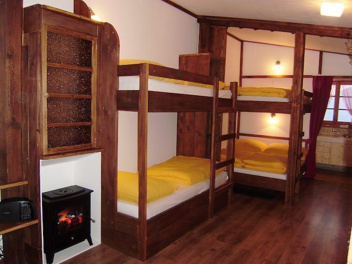 Familienzimmer mit 6 Betten auf dem Ferienhof Rüti